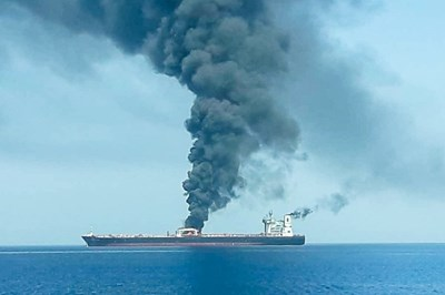 Един от атакуваните танкери в Оманския залив СНИМКА: Ройтерс