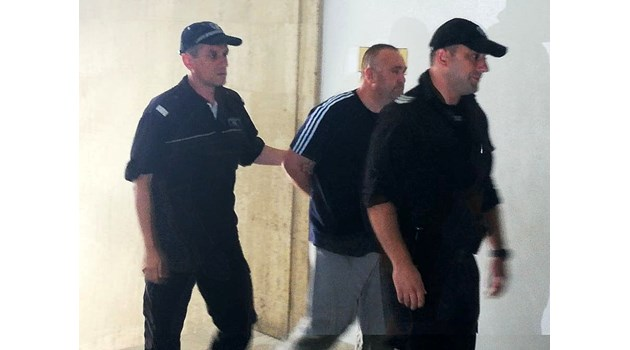 Оставиха за постоянно в ареста дрогирания шафьор, карал рекордните 55 кг хероин
