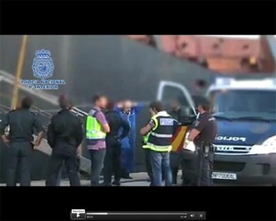 """Полицаи арестуват на пристанище Кадис член на екипажа на """"Свети Николай"""". СНИМКИ И КЛИП: МВР НА ИСПАНИЯ"""