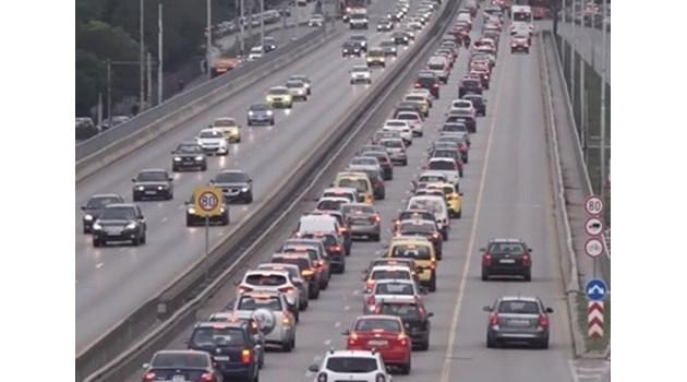 Над 1000 нарушители са засекли камерите за шофиране в бус лентите в София