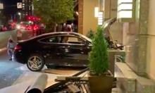 Кола се блъсна в имот на Доналд Тръмп, има ранени