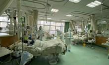 Претоварени лекари в Ухан си слагат памперси, нямат време дори за тоалетна (Обзор)