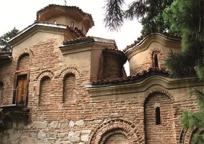 Боянската църква отвън