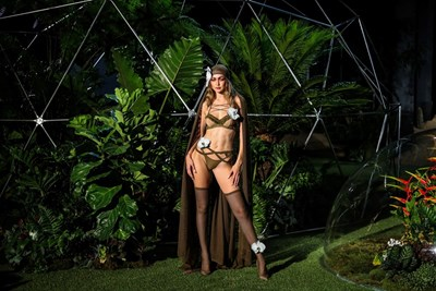 Джиджи Хадид представя модел на Риана СНИМКИ: Ройтерс