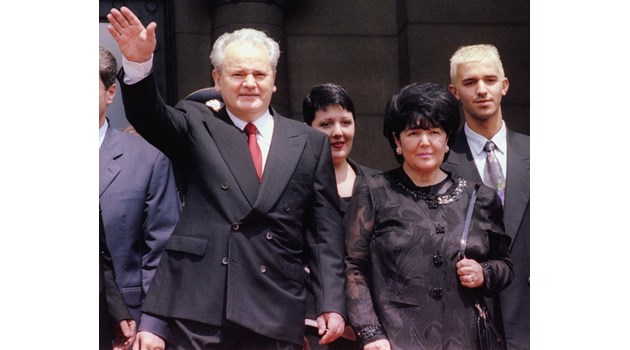 Драматичната история на Мира Маркович, жената на Слободан Милошевич. Дядо й убил майка й, защото предала партизанската чета при изтезания в Гестапо, гласи един от слуховете
