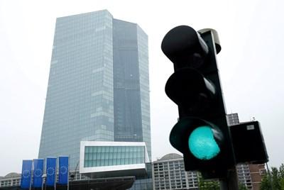 Централата на ЕЦБ във Франкфурт.  СНИМКА: РОЙТЕРС