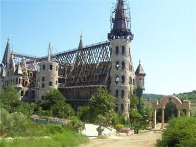 Замъкът на Георги Тумпалов в Равадиново  СНИМКА: ЛИНА ГЛАВИНОВА