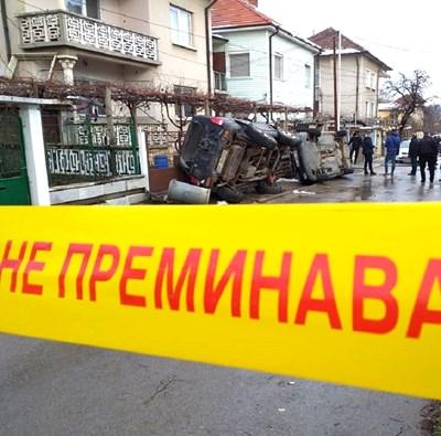 Атакуваха къщата на задържания за смъртта на 8-годишното момче в Мездра, потрошиха коли
