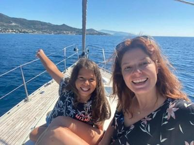 Алекс с дъщеря си София на море миналата година СНИМКА: ФЕЙСБУК ПРОФИЛ НА СЪРЧАДЖИЕВА