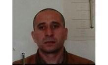 Рецидивистът Борислав Иванов, който е осъден за кражби и блудства на общо 13 години зад решетките, е избягалият от затворническото общежитие в Ловеч. Бил преместен на по-лек режим преди дни