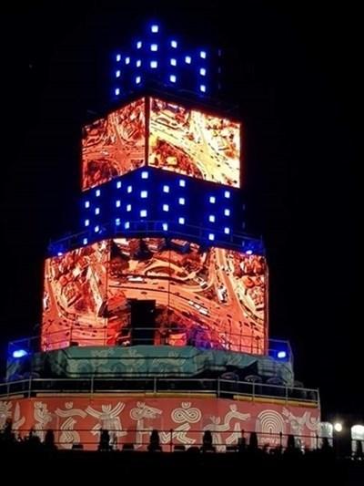 Около кулата-сцена продължават да се вихрят спорове.