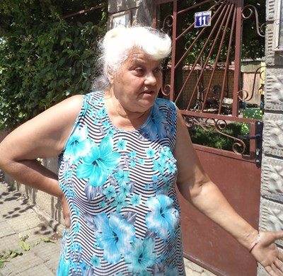 Иванка Банова разказа как зет й Здравко пръв видял затворника. СНИМКА: Росица Христова