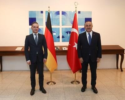 На спонтанно посещение в Анкара пристигна германският външен министър Хайко Маас по покана на турския си колега Мевлют Чавушоглу СНИМКИ: Ройтерс