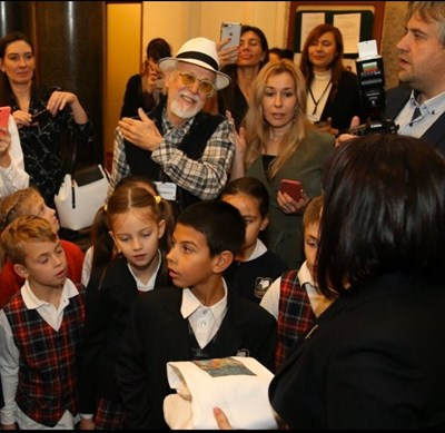 Учениците на Иван Яхнаджиев откриха изложба с 20 свои картини