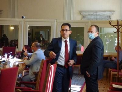 Шефът на правната комисия Андрей Михайлов (вляво) СНИМКА: Румяна Тонeва