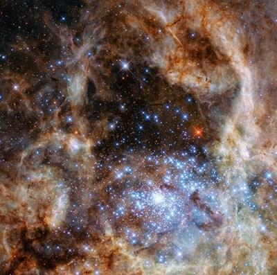Звезден прах, по-стар от Слънцето, бе открит в метеорит