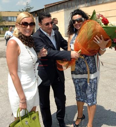 Ветко и Маринела Арабаджиеви и Евгения Банева (вдясно), която е подсъдима по друго дело и е на свобода срещу подписка. СНИМКА: Йордан Симeонов