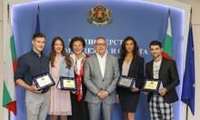 Министър Кузманов награди медалистите от световното по спортна аеробика