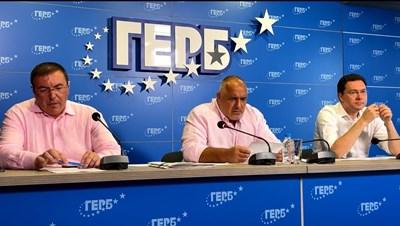Борисов на брифинг заедно с проф. Костадин Ангелов и Даниел Митов