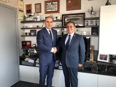 Цветанов проведе работна среща с посланика на Република Турция в България Хасан Улсой. Снимка пресцентър на ГЕРБ