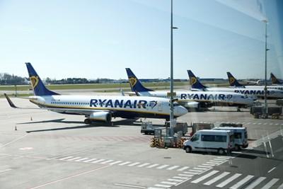 От авиокомпанията съобщиха, че  очакват да няма повече търговски полети между 24 март и юни 2020 г.