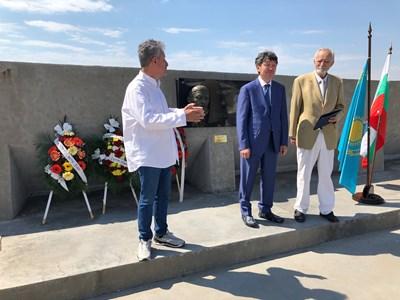 Откриха барелеф на казахстанския поет Абай в Свети Влас