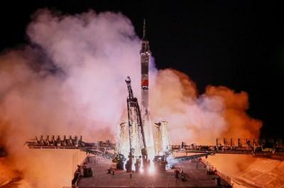"""Пилотираният руски космически кораб """"Съюз МС-12"""" Снимки: Ройтерс"""