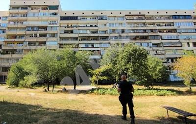 """Блокът в """"Овча купел"""", в който се намира дома на барикадиралия се СНИМКА: Румяна Тонева"""