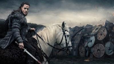 """Александър Дреймън изпълнява главната роля в """"Последното кралство""""."""