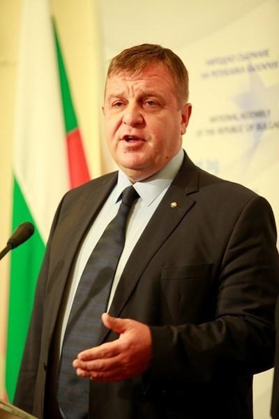 Факелното шествие ще бъде водено от вицепремиера, министър на отбраната и лидер на ВМРО Красимир Каракачанов. Снимка Архив