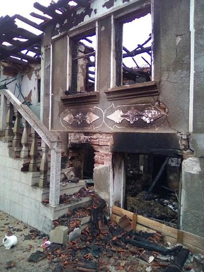 Изпепеленият дом на семейството в Масларево
