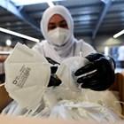 Германци правят маски тип FFP2 във фабрика край Ландсхут.