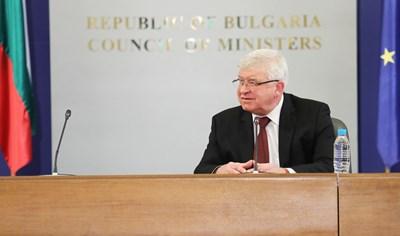 Кирил Ананиев на днешния брифинг. Снимки правителствена пресслужба