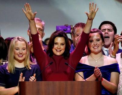 Кандидатката за губернатор на Мичиган, демократката Гретхен Уитмър ликува след победата си. СНИМКА: РОЙТЕРС