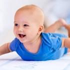 Как бебето ми да свикне да лежи по корем?