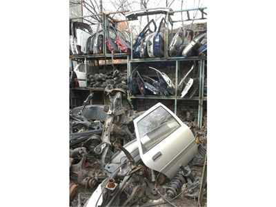 В автоморгите изкупуват крадени части. Често апашите ги дават на безценица. 125189f7eba