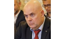 Гешев иска отмяна на българско гражданство заради неверни документи