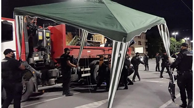 Вижте акцията по разчистване на палатките, блокирали столицата