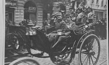 През 1918 г. посрещат трима крале пред Триумфалната арка на Лъвов мост