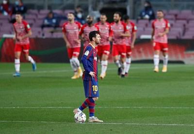 """Лионел Меси ще носи фланелката на """"Барселона"""" още година"""