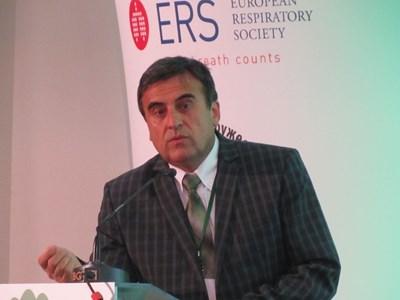 Проф. Костадинов: Още не знаем окончателната цена на усложненията в белия дроб