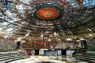 Днешният вид на тържествената зала, за която са работили десетки от най-известните български художнци. СНИМКА: Архив