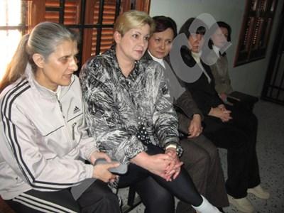 Медицинските сестри Снежана Димитрова (отляво надясно), Нася Ненова, Кристияна Вълчева, Валя Червеняшка и Валентина Сиропуло, заснети в Либия. СНИМКА: ГЕОРГИ МИЛКОВ СНИМКА: 24 часа