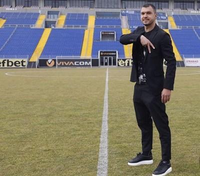 "Божинов позира на ""Герена"". Снимка: фейсбук на ""Левски"""