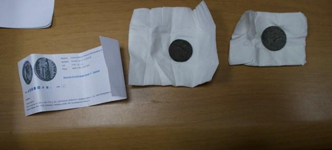 Древни монети, визитки на Божков и шефове на фондацията му открити в кабинета на Папалезов