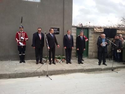 За първи път четирима президенти застанаха заедно в памет на Желю Желев.