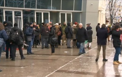 Протестиращите поискаха оставката на Емил Кошлуков.  СНИМКА: БНТ