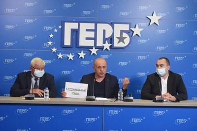 Кирил Ананиев и Томислав Дончев и Александър Иванов на брифинга на ГЕРБ