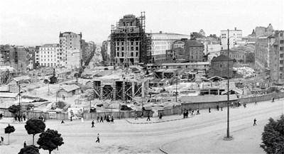 Строежът на Партийния дом продължава шест години, завършен е през 1954 г. Днес символът на комунизма обслужва Народното събрание