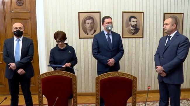 Президентът Румен Радев връчи мандат на ГЕРБ-СДС (Видео)